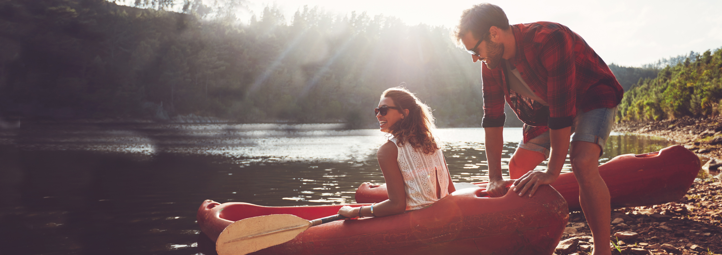 Proven_Insect_Repellent_Effective_Safe_party_couple_outdoors_canoe_holiday_vacation